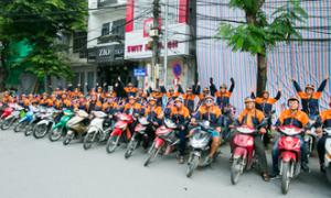Cơn lốc màu cam: Hoàng Bào xuống phố mừng Aha 3 tuổi